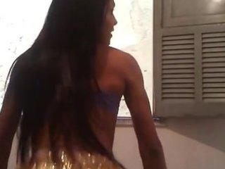 cavala dançando de shortinho brilhante (hot