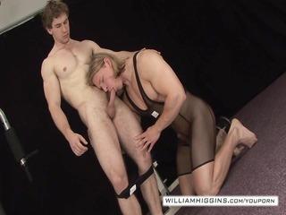 bodybuilders anal sex5