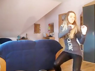 legal age teenager dance in leggins