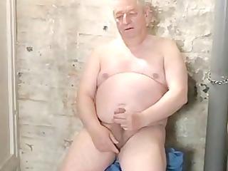 bulky silverdaddy jerking off