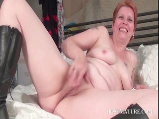 bitchy d like to fuck masturbates slit in daybed