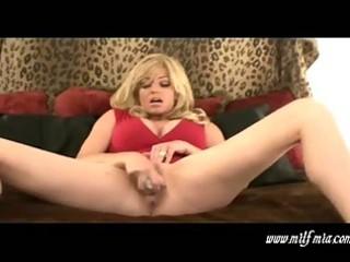 breasty golden-haired mother i mia masturbates
