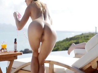 blond pornstar leila s garb in the sun