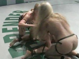 sex wrestling2 girls! live audience!