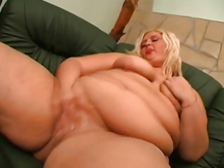 big beautiful woman hotty shows her large gazoo