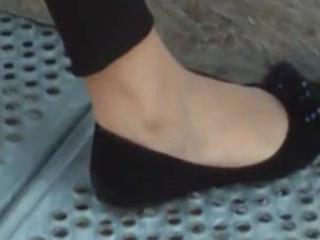 hawt angel legs with dark leggings show her feet