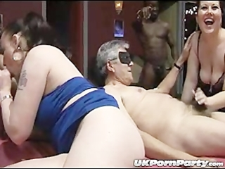 Englisg amateurs gangbang party in a swingers club