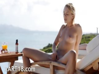 mind blowing butt and outdoor pussy rubbing