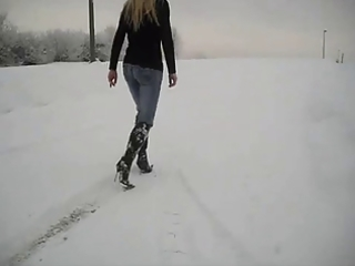 hawt boots in snow!