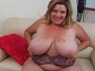 bulky pale blond momma sticks massive sex toy up