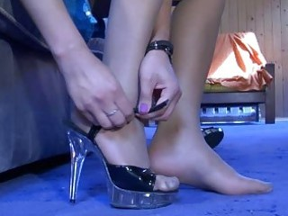 wicked cutie readily showcasing her nyloned feet