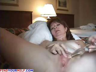 older dilettante wife uses her glass fake penis
