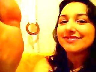 brazilian angel licking her foot ragazza si lecca